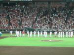 整列する広島の選手達…