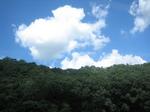 険しい山から見える空と雲…